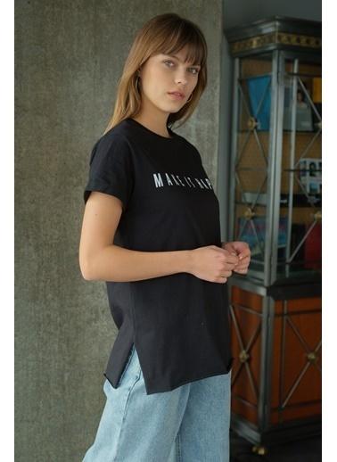Levure Önü Baskılı Yanları Yırtmaçlı T-Shirt Siyah
